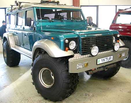 http://www.speedace.info/automotive_directory/car_images/land_rover_widened_arches_custom_tyres.jpg