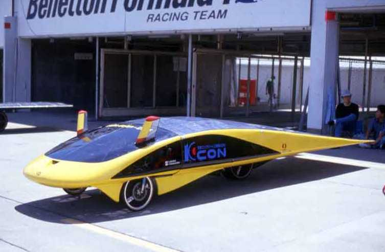 http://www.speedace.info/solar_cars/solar_car_images/Solar_Wing_front_Japanese_electric_powered_car.jpg